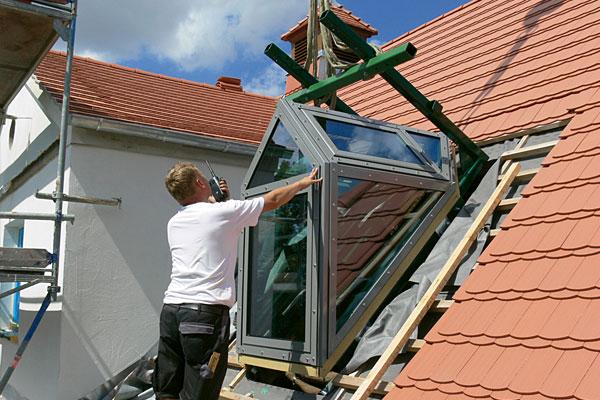 einbau luxia lines dachfenster dachwohnfenster. Black Bedroom Furniture Sets. Home Design Ideas